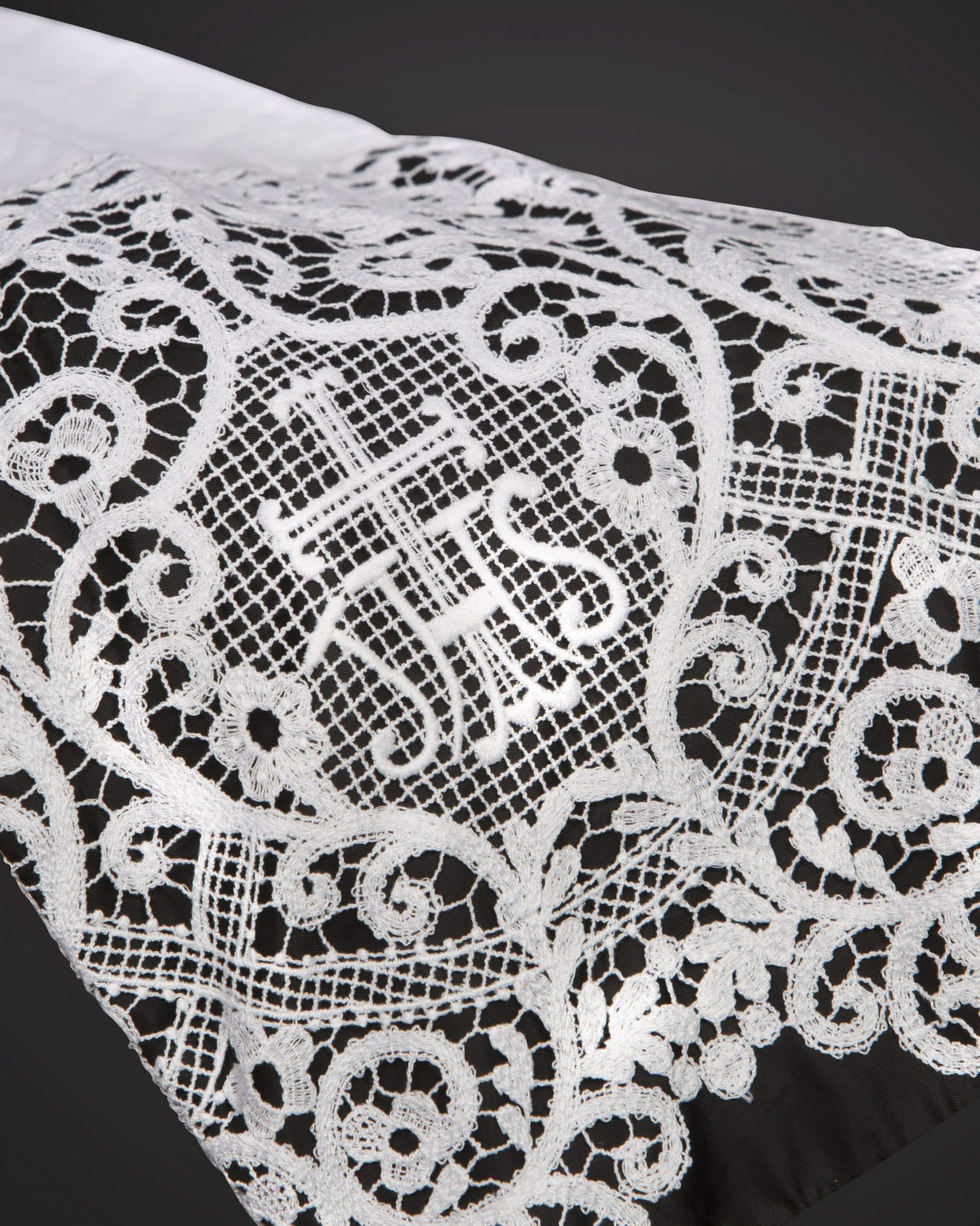 100% Linen w/ Machine Made I.H.S. Lace